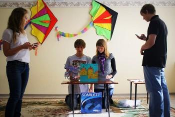 Молодежка Свято-Иннокентьевского храма поставила спектакль для воспитанников детского садика «Сказка»
