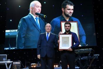 Почетной грамотой мэра отмечен заведующий воскресной школой Свято-Иннокентьевского храма