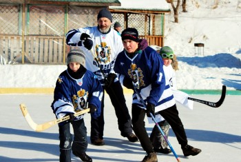 Нетрадиционный традиционный хоккейный турнир состоялся в последний день зимы