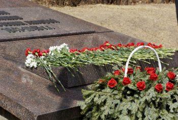 Церемония возложения цветов к памятнику узников фашистских концлагерей