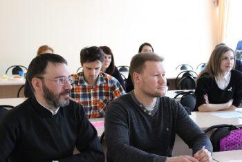 Катехизатор Иннокентьевского храма завершил обучение на богословских курсах при ХДС