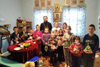Новокуровка: Литургия, молебен, подарки