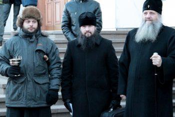 Настоятель Иннокентьевского храма вошел с состав передвижной бригады медицинского автопоезда
