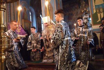 Владыка Артемий совершил Великое повечерие с чтением Великого покаянного канона в храме святителя Иннокентия Иркутского