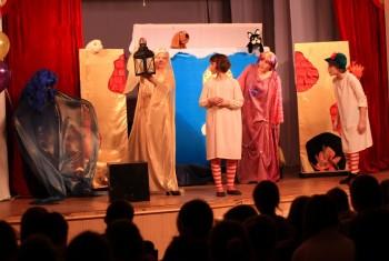 Театр Свято-Иннокентьевского храма «ЗОНТИК и компания» показал спектакль в дни школьных каникул